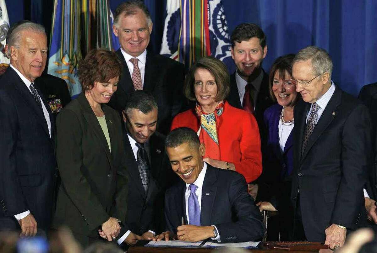 WASHINGTON, DC - DECEMBER 22: U.S. President Barack Obama (C) signs legislation repealing military policy law during a ceremony December 22, 2010 in Washington, DC. President Obama signed into law a bill repealing the
