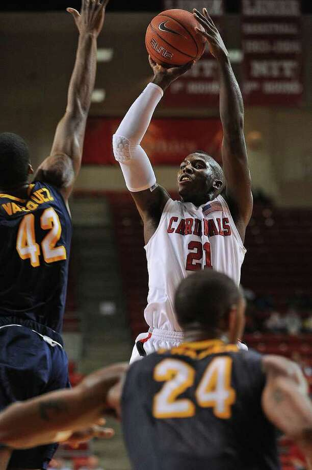 Lamar's Charlie Harper drives to the net against Division I Canisius at the Montagne Center Wednesday night.  Guiseppe Barranco/The Enterprise Photo: Guiseppe Barranco / Beaumont