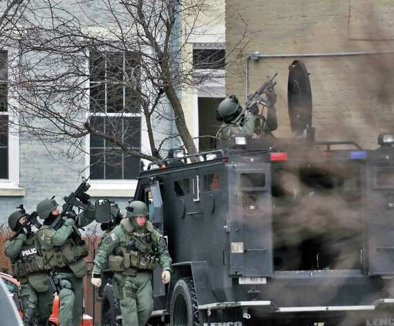 A state trooper armed with an assault rifle sets up at the scene of a hostage situation Thursday on Green Street in Albany.  (John Carl D'Annibale / Times Union) Photo: John Carl D'Annibale