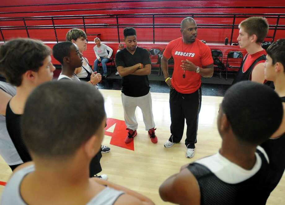 Anthony Chambers talks to the Hull-Daisetta basketball team during practice on Monday. The professional football player took up the coaching position and said he uses his recognition to retain his player's attention and respect. Guiseppe Barranco/The Enterprise Photo: Guiseppe Barranco / Beaumont