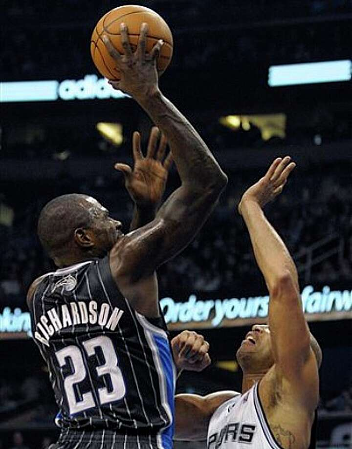 Magic guard Jason Richardson (left) puts up a shot in front of Spurs forward Richard Jefferson on Thursday in Orlando. Photo: Phelan M. Ebenhack/Associated Press