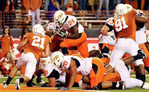 Oklahoma State running back Kendall Hunter (24) rushed for a Big 12-leading 1,516 yards this season. His 4,149 career rushing yards rank fourth all-time at OSU. Photo: Edward A. Ornelas/Express-News / eaornelas@express-news.net