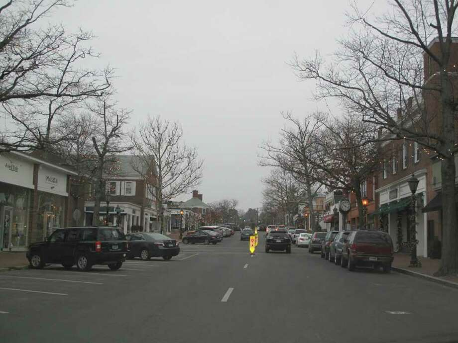 Very light snow has started falling on New Canaan, not to deter locals from venturing out to the stores on Sunday. Here, Elm Street is clear as motorists get some shopping in before the storm. Photo: Belinda Stasiukiewicz / New Canaan News