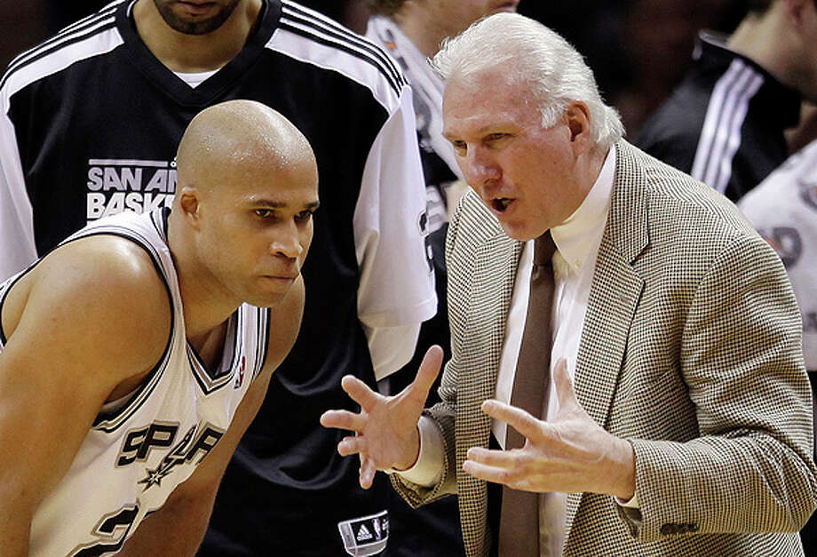 Spurs coach Gregg Popovich talks to Richard Jefferson on Sunday at the AT&T Center. Photo: Darren Abate/Special To The Express-News / Copyright: Darren Abate/pressphotointl.com