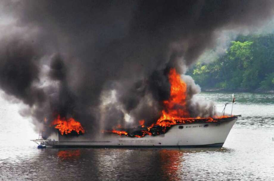 A large unmanned pleasure boat burns out of control on the Hudson River in Troy Wednesday afternoon August 4, 2010. (John Carl D'Annibale / Times Union) Photo: John Carl D'Annibale