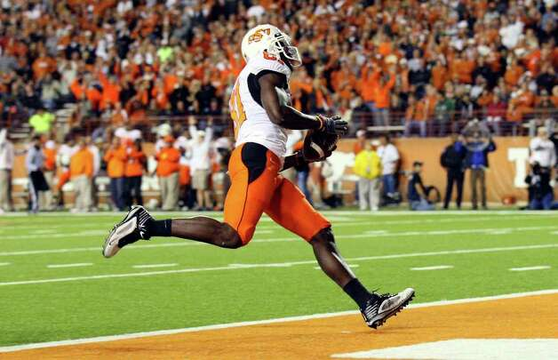 Oklahoma State receiver Justin Blackmon scores against Texas in the Cowboys' victory at Royal-Memorial Stadium. Photo: Edward A. Ornelas/Express-News / eaornelas@express-news.net