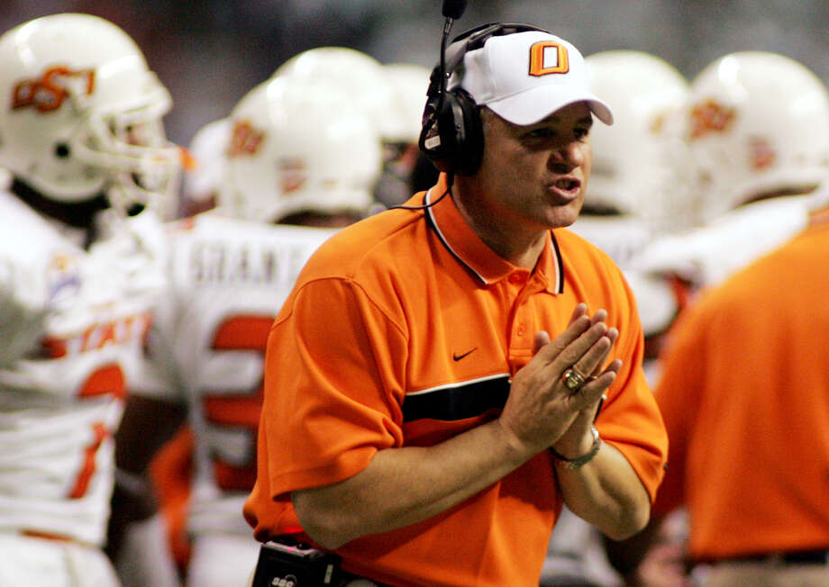 Then-OSU coach Les Miles pleads with an official in the second quarter of the 2004 Alamo Bowl. Photo: Eric Gay/Associated Press