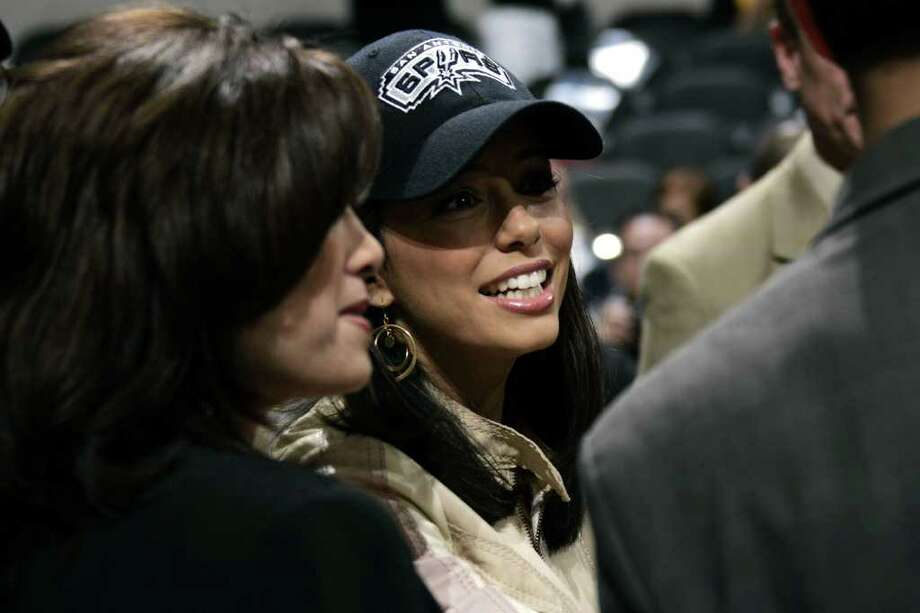 SPORTS SPURS MAVERICKS 11/24/04 Eva Longoria at a Spurs, Maverick game  at the SBC Center on Wednesday, Nov. 24, 2004. ( JERRY LARA STAFF ) Photo: JERRY LARA, SAN ANTONIO EXPRESS-NEWS / SAN ANTONIO EXPRESS-NEWS