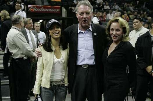 SPORTS SPURS MAVERICKS 11/24/04--Eva Longoria, Peter Holt and his wife Julianna at the Spurs- Mavericks game at the SBC Center on Wednesday, Nov. 24, 2004. ( JERRY LARA STAFF ) Photo: JERRY LARA, SAN ANTONIO EXPRESS-NEWS / SAN ANTONIO EXPRESS-NEWS