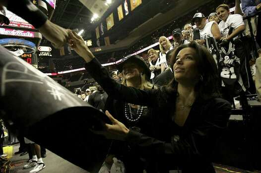 "METRO - ""Desperate Housewives"" star Eva Longoria gives her autograph to fans before Game 6 of the NBA Finals at the SBC Center in San Antonio on June 21, 2005. Lisa Krantz/STAFF Photo: LISA KRANTZ, SAN ANTONIO EXPRESS-NEWS / SAN ANTONIO EXPRESS-NEWS"