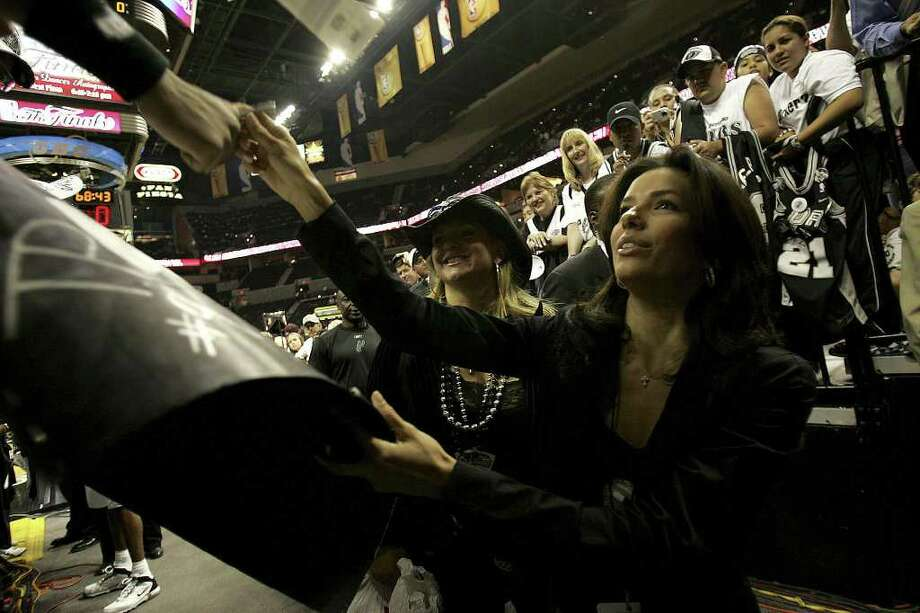 """METRO - """"Desperate Housewives"""" star Eva Longoria gives her autograph to fans before Game 6 of the NBA Finals at the SBC Center in San Antonio on June 21, 2005. Lisa Krantz/STAFF Photo: LISA KRANTZ, SAN ANTONIO EXPRESS-NEWS / SAN ANTONIO EXPRESS-NEWS"""