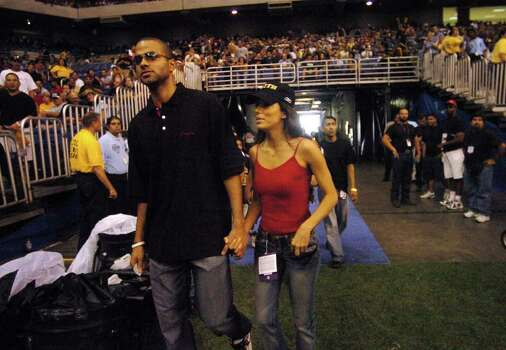SPORTS - San Antonio's royalty Tony Parker of the San Antonio Spurs and actress Eva Longoria enter the Alamodome for the NFL game between the Buffalo Bills and the New Orleans Saints  on Sunday, Oct. 2, 2005. The Saints lost the use of their home stadium, the Superdome, when Hurricane Katrina ravaged New Orleans on Aug. 29. BILLY CALZADA / STAFF Photo: BILLY CALZADA, SAN ANTONIO EXPRESS-NEWS / SAN ANTONIO EXPRESS-NEWS