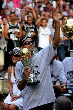 FOR METRO - Spurs' guard Tony Parker, of France, (09) holds the MVP thorphy as he waves to fans while his fiancee Eva Longoria takes in the sites during the victory parade Sunday June 17, 2007, at the River Center Lagoon Photo: EDWARD A. ORNELAS, SAN ANTONIO EXPRESS-NEWS / SAN ANTONIO EXPRESS-NEWS