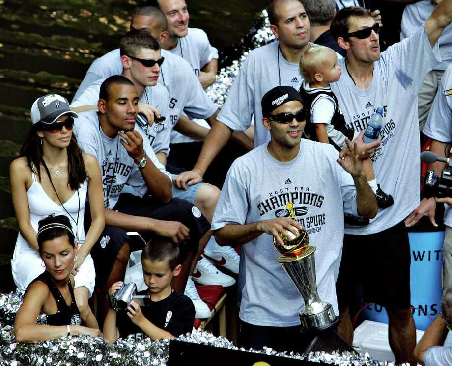 METRO - Tony Parker and Brent Barry ride a barge with Eva Longoria  during the Spurs Championship Parade Sunday, June 17, 2007 on the San Antonio River. BAHRAM MARK SOBHANI/STAFF Photo: BAHRAM MARK SOBHANI, SAN ANTONIO EXPRESS NEWS / SAN ANTONIO EXPRESS NEWS
