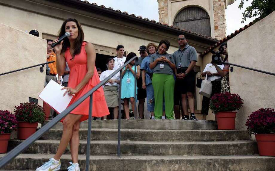 METRO-  Eva Longoria tries to keep her dress from blowing in the wind during a brief press conference at La Cantera Palmer Golf Course during Eva's Heros Celebrity Golf Tournament Saturday Oct.13,2007. In the background is Eva's sister Elizabeth (green pants). DELCIA LOPEZ/STAFF Photo: DELCIA LOPEZ, SAN ANTONIO EXPRESS NEWS / SAN ANTONIO EXPRESS NEWS
