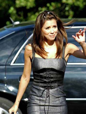 CONEXION: Eva Longoria arrives at Eva's Heroes charity golf tournament dinner which featured comedy show by George Lopez, Saturday Oct. 13, 2007.  Helen L. Montoya/Staff Photo: HELEN L. MONTOYA, SAN ANTONIO EXPRESS-NEWS / SAN ANTONIO EXPRESS-NEWS