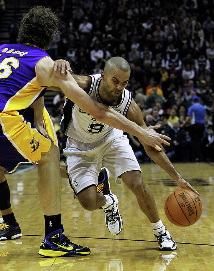 Spurs' Tony Parker (09) gets his drive blocked by the Los Angeles Lakers' Pau Gasol (16) in the first half at the AT&T Center on Tuesday, Dec. 28, 2010.  Kin Man Hui/kmhui@express-news.net Photo: KIN MAN HUI, SAN ANTONIO EXPRESS-NEWS / kmhui@express-news.net