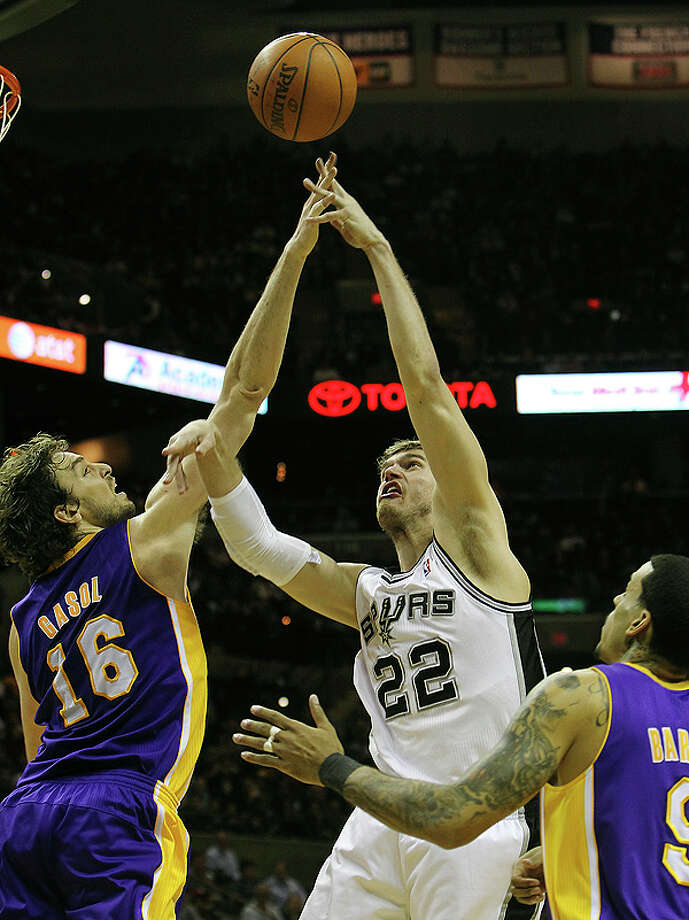Spurs' Tiago Splitter (22) gets a shot blocked by Los Angeles Lakers' Pau Gasol (16) in the first half at the AT&T Center on Tuesday, Dec. 28, 2010.  Kin Man Hui/kmhui@express-news.net Photo: KIN MAN HUI, SAN ANTONIO EXPRESS-NEWS / kmhui@express-news.net
