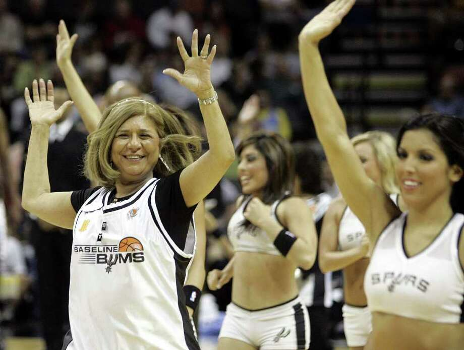 (For 210SA) Baseline Bum Justa Garcia-Higby dances with the Silver Dancers at the last regular season game for the San Antonio Spurs, in San Antonio, Texas on Wednesday, April 18, 2007. Photo: ALICIA WAGNER CALZADA, SPECIAL TO THE EXPRESS-NEWS / Alicia Wagner Calzada