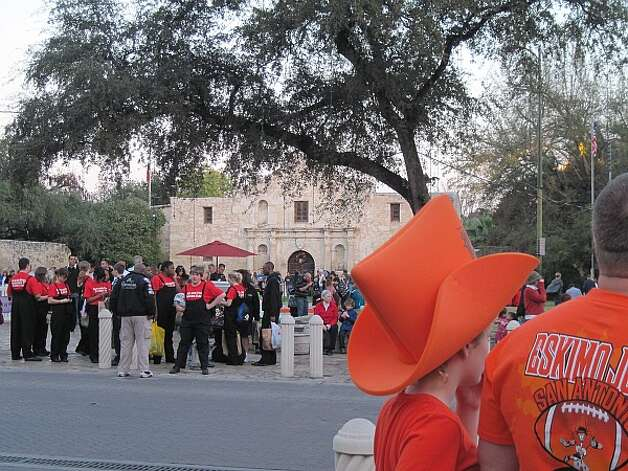 Fans from Oklahoma State and Arizona gather in Alamo Plaza a few hours before Wednesday night's Valero Alamo Bowl. Photo: Joe Alexander/mySanAntonio.com
