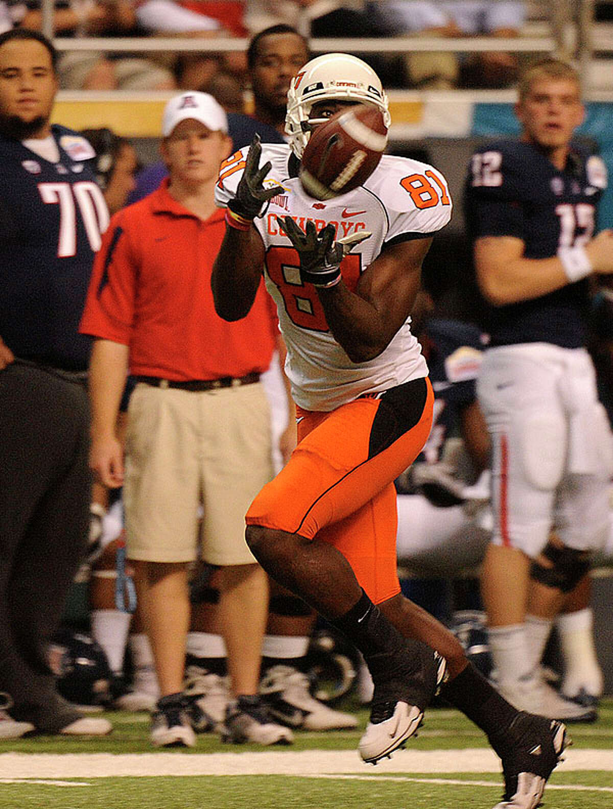 Oklahoma State receiver Justin Blackmon hauls in a first-quarter touchdown pass against Arizona during the Valero Alamo Bowl in the Alamodome on Wednesday, Dec. 29, 2010. BILLY CALZADA / gcalzada@express-news.net