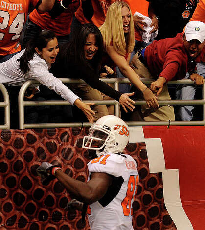 Oklahoma State receiver Justin Blackmon is cheered by fans after scoring a first-half touchdown against Arizona in the Valero Alamo Bowl in the Alamodome on Wednesday, Dec. 29, 2010. BILLY CALZADA / gcalzada@express-news.net Photo: BILLY CALZADA, SAN ANTONIO EXPRESS-NEWS / gcalzada@express-news.net