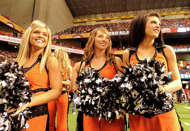 Oklahoma State cheer squad members prepare for their game against Arizona before the Valero Alamo Bowl in the Alamodome on Wednesday, Dec. 29, 2010. BILLY CALZADA / gcalzada@express-news.net Photo: BILLY CALZADA, SAN ANTONIO EXPRESS-NEWS / gcalzada@express-news.net