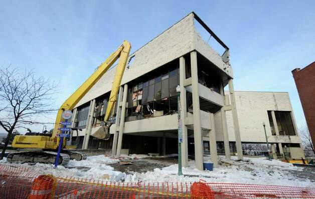 This is the scene of demolition that started on the former Troy City Hall on Dec. 31.  (Skip Dickstein / Times Union) Photo: SKIP DICKSTEIN / 2008