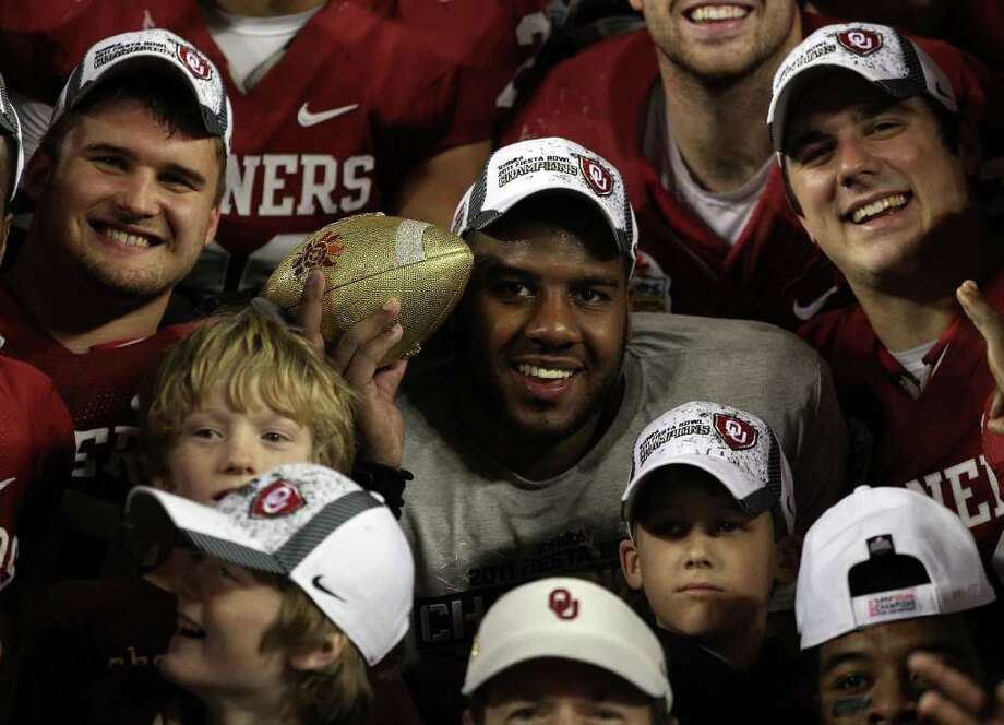 GLENDALE, AZ - JANUARY 01:  Oklahoma Sooners celebrate their 48-20 victory against the Connecticut Huskies in the Tostitos Fiesta Bowl at the Universtity of Phoenix Stadium on January 1, 2011 in Glendale, Arizona.  (Photo by Christian Petersen/Getty Images) Photo: Christian Petersen, Getty Images / 2011 Getty Images