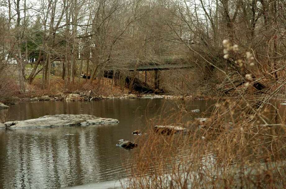 The bridge over the Noroton River on Glenbrook Road in Stamford Thursday Dec. 23, 2010. Photo: Dru Nadler, ST / Stamford Advocate Freelance