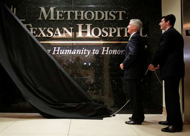 Methodist Healthcare System Chairman Roy Campbell (left) and CEO Jaime Wesolowski unveil the new name for Texsan Heart Hospital, which is Methodist Texsan Hospital.