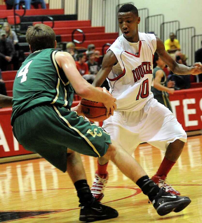 East Chambers' Hank Jones controls the ball as Kountze's Haynes guards at Kountze High School in Kountze, Tuesday. Tammy McKinley/The Enterprise Photo: TAMMY MCKINLEY / Beaumont