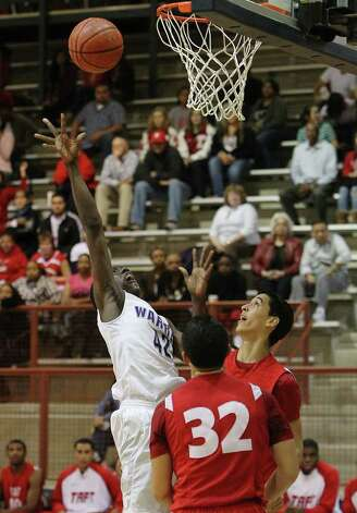 Warren's Taurean Waller-Prince (42) goes up for a shot against Taft's Ryan O'Hara (right) and Dylan Elias (32) in boys basketball at O'Connor High School on Tuesday, Jan. 4, 2011. Taft defeated Warren 67-46. Kin Man Hui/kmhui@express-news.net Photo: KIN MAN HUI, SAN ANTONIO EXPRESS-NEWS / kmhui@express-news.net