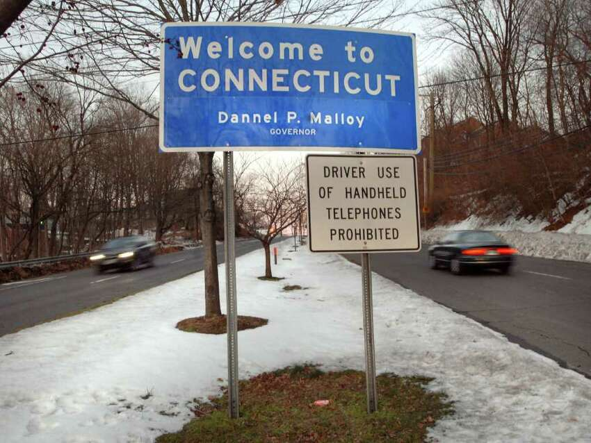 Connecticut Median age: 40.4Largest age group: 45-54 years (15.5 percent)Age 60-64: 6.1 percentAge 65-74: 8.1 percent Source: U.S. Census