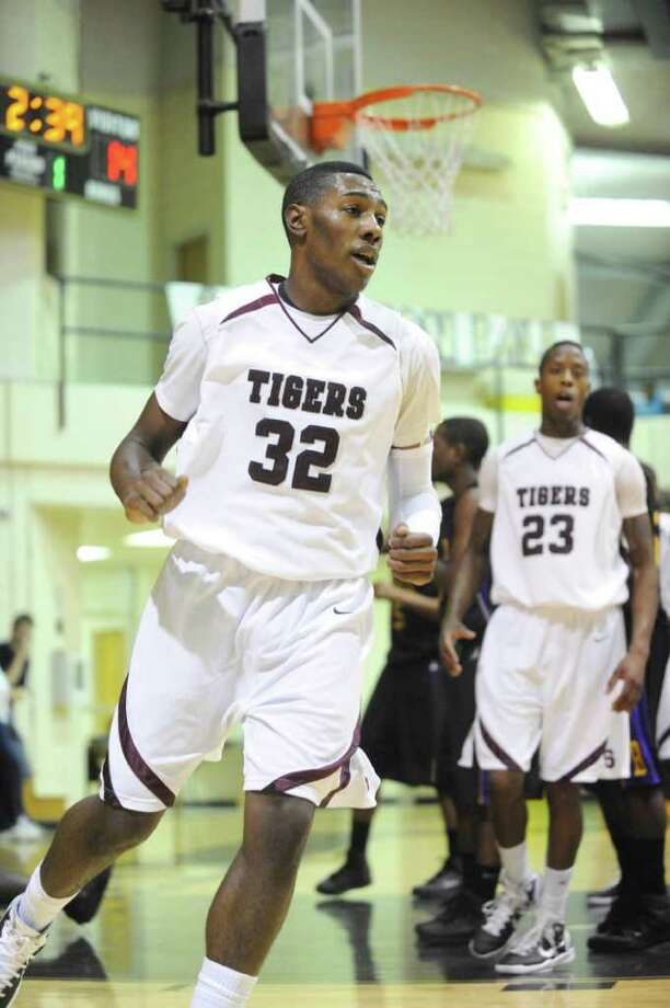 Silsbee's D.C. Stallworth rounds the basket after scoring against Galveston Ball in the finals of the Bulldog Classic basketball tournament at Nederland High School gymnasium on Saturday, December 11, 2010.  Valentino Mauricio/The Enterprise Photo: Valentino Mauricio / Beaumont