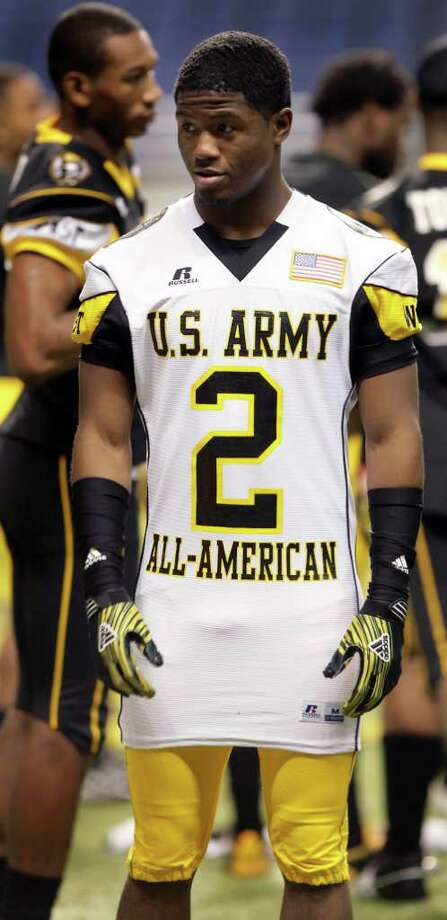 Sports daily - Aaron Green, of Madison High School, makes a fashion statement with his jersey out during Photo Day for the U.S. Army All-American Bowl at The Alamodome, Wednesday, Jan. 5, 2011.  Photo Bob Owen/rowen@express-news.net Photo: BOB OWEN, SAN ANTONIO EXPRESS-NEWS / SAN ANTONIO EXPRESS-NEWS