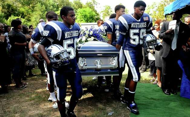 Members of the West Orange-Stark football team carry the casket of fallen quarterback, Reggie Garrett Jr. to his final resting place in Orange, TX, Saturday, September 25, 2010. Tammy McKinley/The Enterprise Photo: TAMMY MCKINLEY, MBR / Beaumont