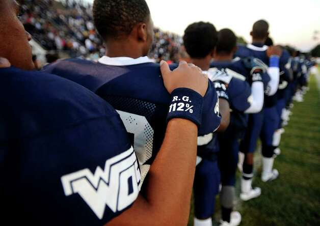 The WO-S team wears wrist bands in memory of fallen quarterback, Reggie Garrett, Jr. at West Orange-Stark High School in West Orange, Saturday. Tammy McKinley/The Enterprise Photo: TAMMY MCKINLEY, MBR / Beaumont