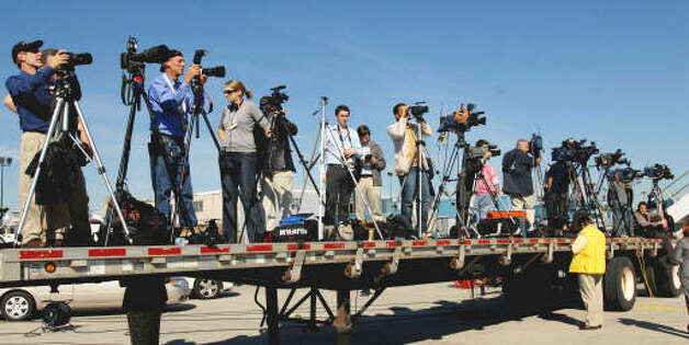 Media are lined up waiting for Air Force One to land at the Albany International Airport on Monday, Sept 21, 2009.   (Luanne M. Ferris / Times Union)