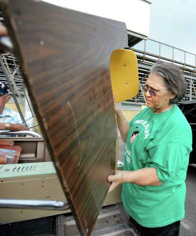 Linda Gunn loads up a desk/chair set from the memorabilia give away at South Park Middle School in Beaumont, Saturday. The school is being demolished after an 8 month legal battle to perserve it. Tammy McKinley/ The Enterprise Photo: TAMMY MCKINLEY / Beaumont