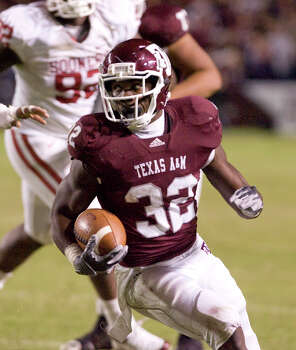 With 1,033 rushing yards, Cyrus Gray became the first Aggie since Courtney Lewis in 2003 to rush for at least 1,000 yards. Photo: STEVE CAMPBELL, ASSOCIATED PRESS
