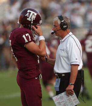 SPORTS - Texas A&M quarterback Dustin Long confers with head coach Dennis Franchione as the game clock winds down on the Aggies during action against Pitt in College Station on Saturday, Sept. 27, 2003. BILLY CALZADA / STAFF Photo: BILLY CALZADA, SAN ANTONIO EXPRESS-NEWS