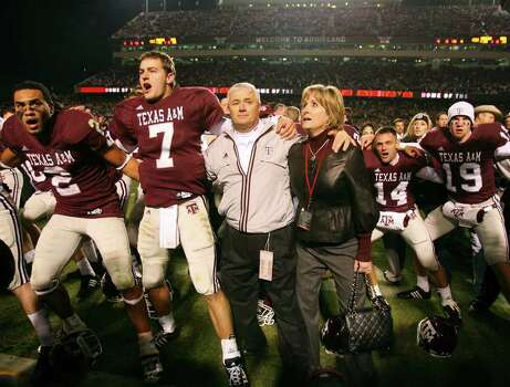 FOR SPORTS - Texas A&M's headcoach Dennis Franchione (center) and his wife Kim Franchione (right) celebrates with players Earvin Taylor (from left), Stephen McGee, and others after the Aggies defeated Texas 38-30 Friday Nov. 23, 2007 at Kyle Field in College Station, Tx. Photo: EDWARD A. ORNELAS, SAN ANTONIO EXPRESS-NEWS / SAN ANTONIO EXPRESS-NEWS