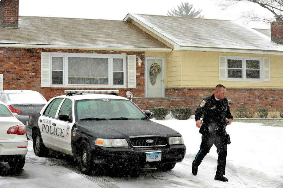 Danbury Police officers work outside the scene of a shooting at 14 Ledgemere Drive in Danbury, Friday, Jan. 7, 2011. Photo: Michael Duffy / The News-Times