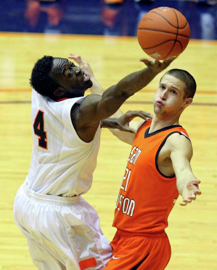 FOR SPORTS - UTSA's Sei Paye grabs for a rebound against  Sam Houston State's Lance Pevehouse during second half action Saturday Jan. 8, 2011 at the Convocation Center.  Sam Houston State won 62-59. Photo: EDWARD A. ORNELAS, SAN ANTONIO EXPRESS-NEWS / eaornelas@express-news.net