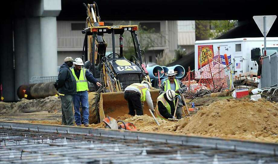 Construction continues on Calder Avenue near the I-10 underpass in Beaumont. Completion has been delayed due to one of the crews striking an aging water line. Tammy McKinley/The Enterprise Photo: TAMMY MCKINLEY / Beaumont