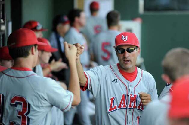 Lamar assistant coach Scott Hatten, right, gets his players pumped for the first inning against TCU during their NCAA tournament game at Lupton Stadium in Fort Worth on Friday, June 4, 2010.  Valentino Mauricio/The Enterprise Photo: Valentino Mauricio / Beaumont