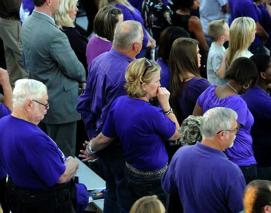 Hundreds of friends, family and fans gather together to honor the life and pay final respects to Coach Curtis Barbay during a public memorial service in his honor at Newton High School in Newton, Tuesday. Tammy McKinley/The Enterprise Photo: TAMMY MCKINLEY, MBR / Beaumont