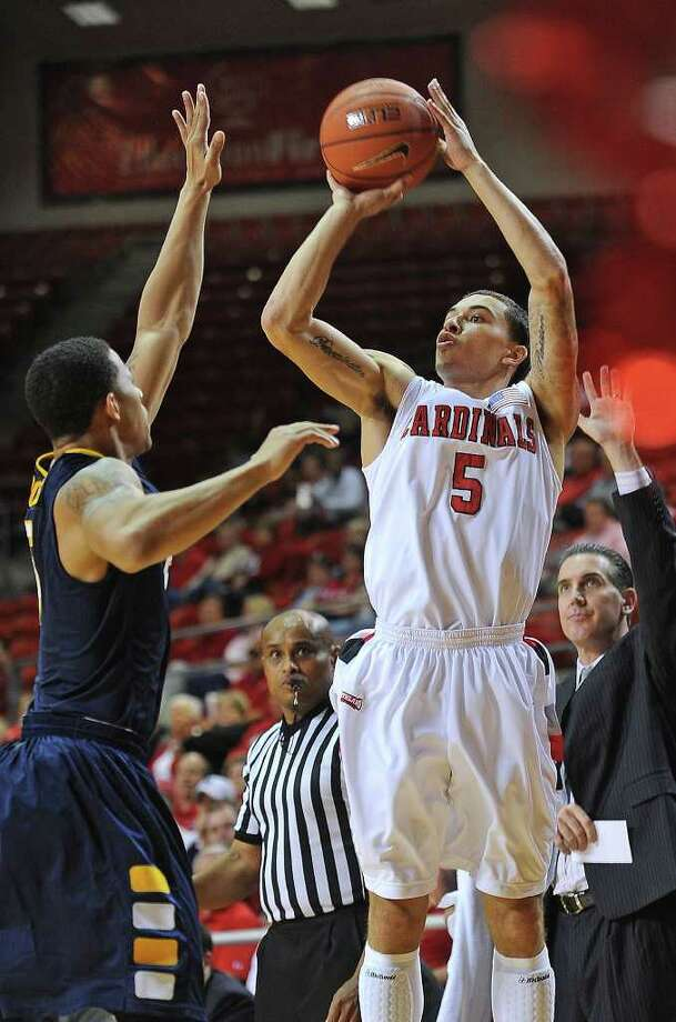 Lamar's Mike James drives to the net against Division I Canisius at the Montagne Center Wednesday night.  Guiseppe Barranco/The Enterprise Photo: Guiseppe Barranco / Beaumont