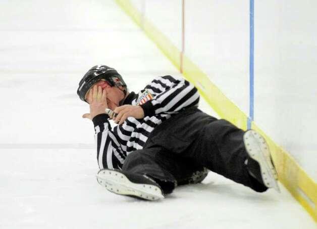 ice hockey ref goes down